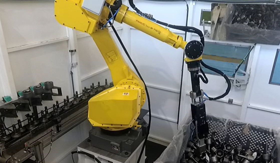 How 30 Fanuc robots and Pickit systems optimise internal transportation at GKN