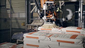 Robot unloads heavy bags – case study